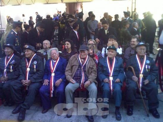 Los veteranos y principales participes de la Paz del Chaco, observan el desarrollo de la conmemoración de tan importante fecha. Fuente: ABC Tv - Claudio Genes.